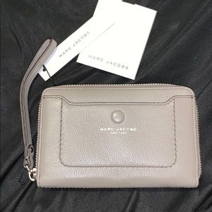 Marc Jacobs Zip Around Wallet. BNWT
